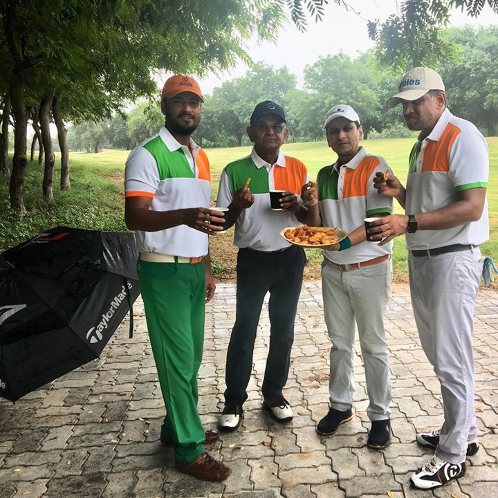 Monsoon golf with buddies! Chai and bhajia too.