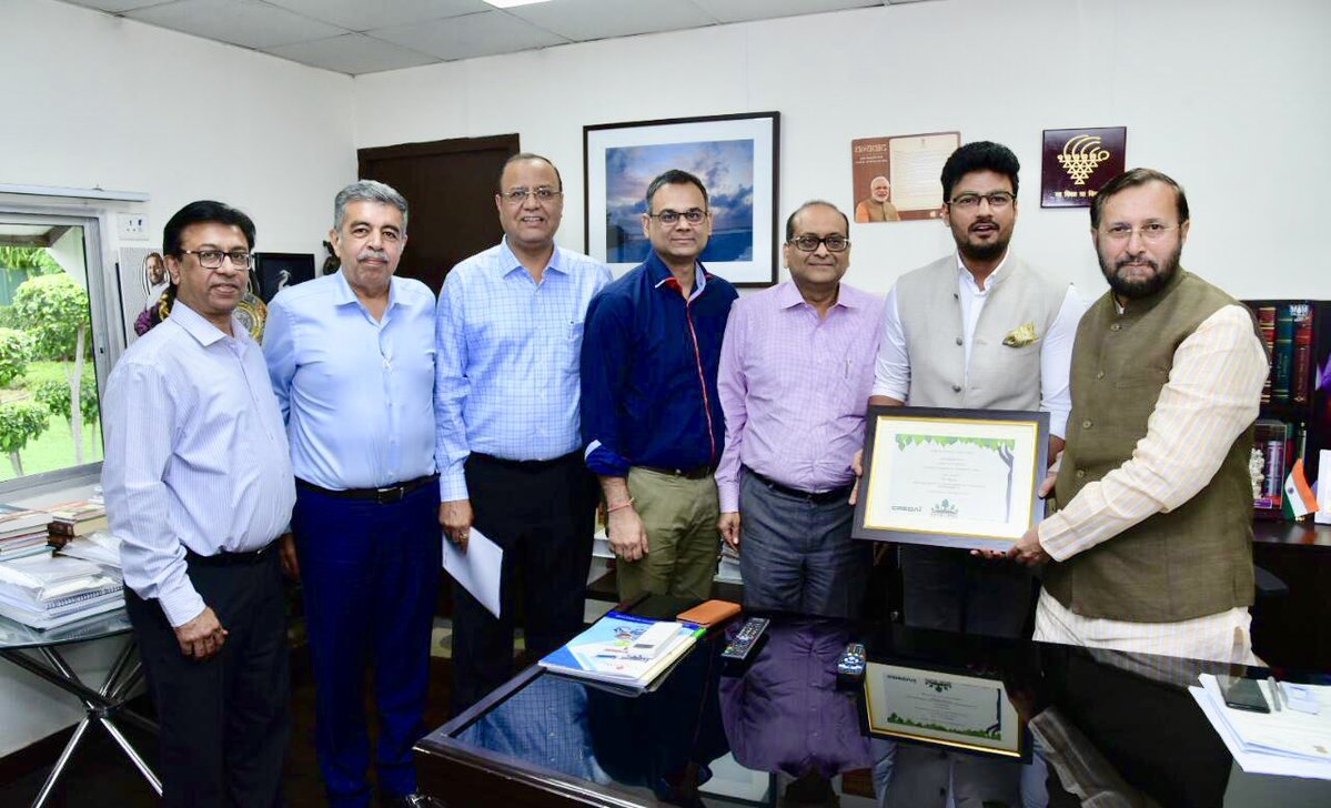 #CREDAI delegation met the Minister of @moefcc, Shri @PrakashJavdekar and had a comprehensive discussion on issues pertaining to the Indian #realestate sectors' growth along with the need for a sustainable environment at length today.  @PMOIndia @CREDAINational @SavvyAhmedabad https://t.co/xsuFEbC6xT