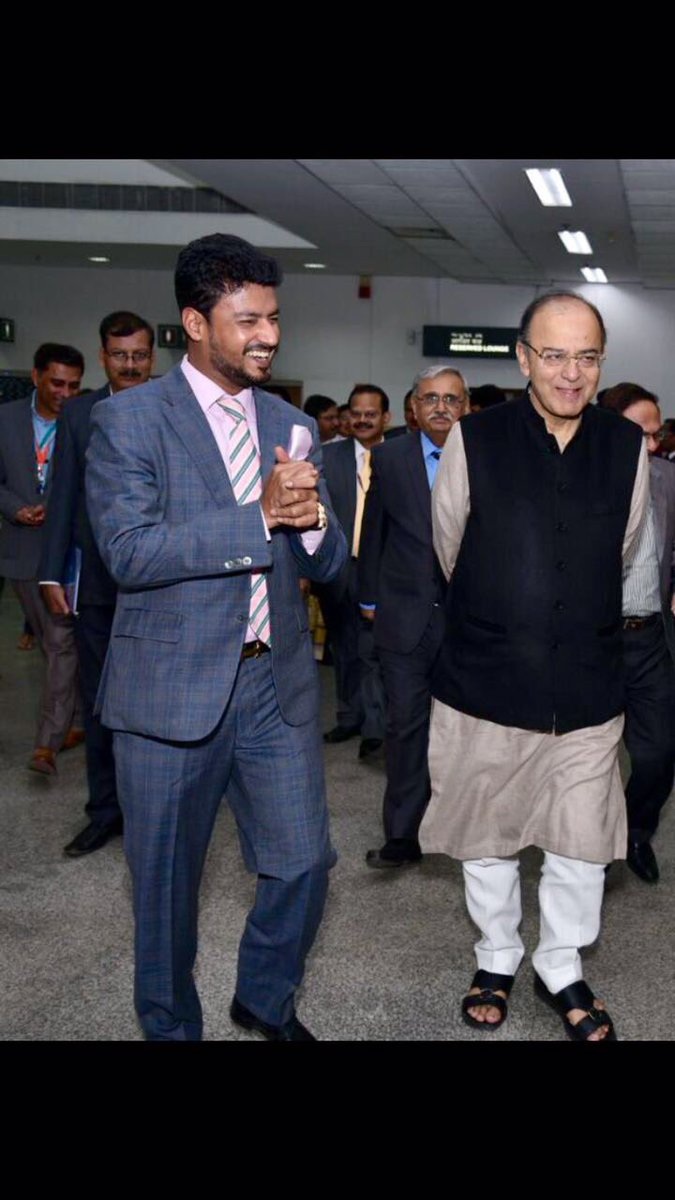 Extremely saddened to learn about the demise of Former Union Minister Sri @arunjaitley Ji. Condolences to his family 🙏  One of the most well informed & composed union ministers I've had the good fortune of interacting many times. Always forthright & ebullient #RIPJaitleyJi https://t.co/f1jTHWKuFD