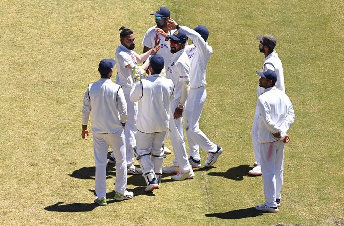 #INDvsAUS| 2nd Test: India (326 and 70/2) beat Australia (195 and 200) by 8 wickets to level four-match series at 1-1 .. https://t.co/iNi0mwdIVJ